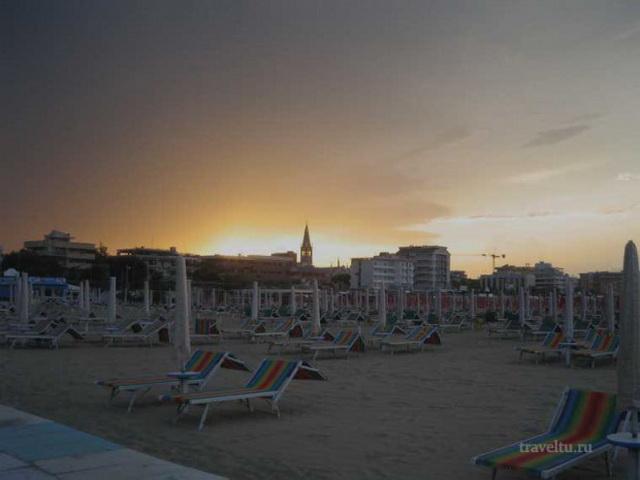 Вечерний пляж в Римини