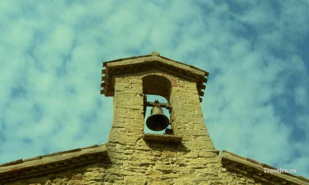 Поездка из Римини в Сан-Марино. Колокол