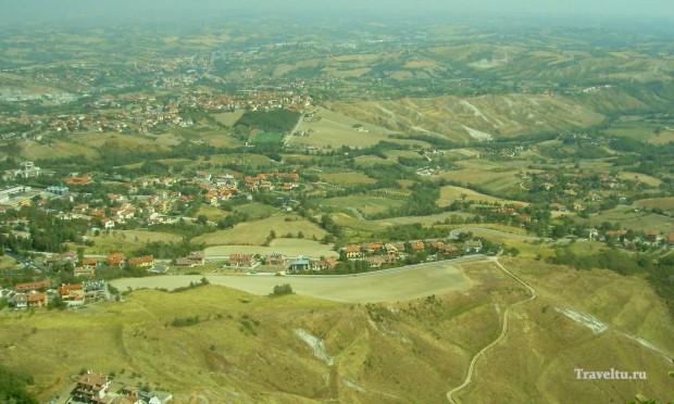 Поездка из Римини в Сан-Марино. Вид на долину