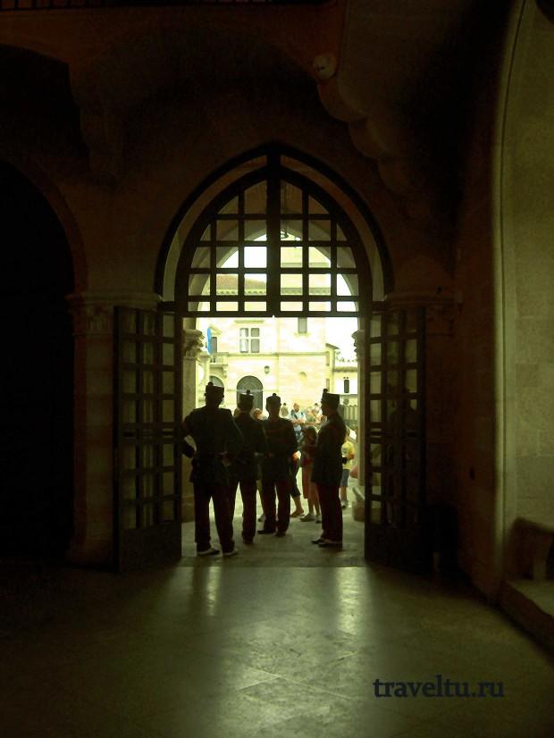 Свободная Республика Сан-Марино. Сан Марино. Охрана правительственного здания-001
