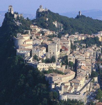 Свободная Республика Сан-Марино. Вид на город