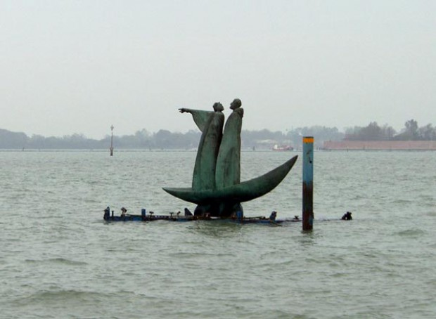 Острова Венеции. Сан-Микеле. Памятник на острове Мёртвых. Вергилий и Данте