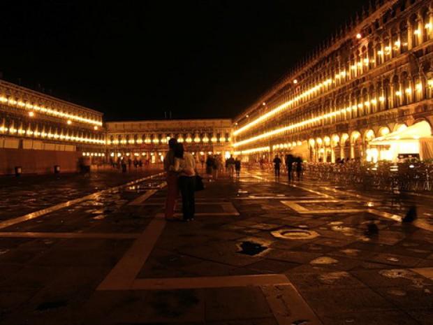 Ночь в Венеции. Сигареты в Италии Сан-Марко