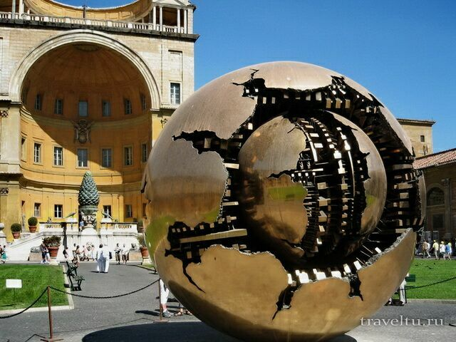 Двор внутри музея Ватикана
