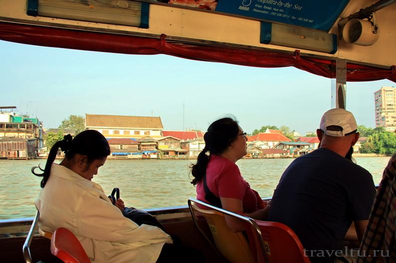 Храм Лежащего Будды, Ват Арун и река Чао Прайя на речном трамвае. Спящая женщина