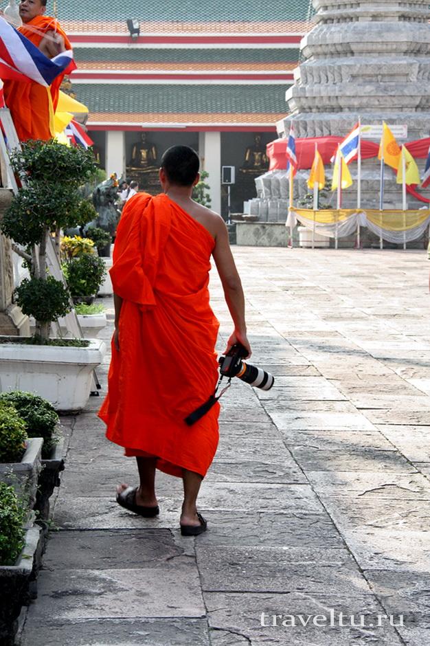 Храм Лежащего Будды, Ват Арун и река Чао Прайя на речном трамвае.Храм Лежащего Будды. Монах