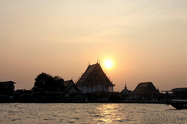 Храм Лежащего Будды, Ват Арун и река Чао Прайя на речном трамвае.Храм на закате
