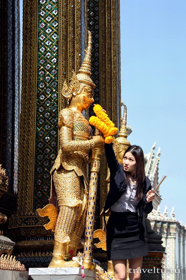 Королевский Дворец в Бангкоке и храм Изумрудного Будды. Воздаяния богам