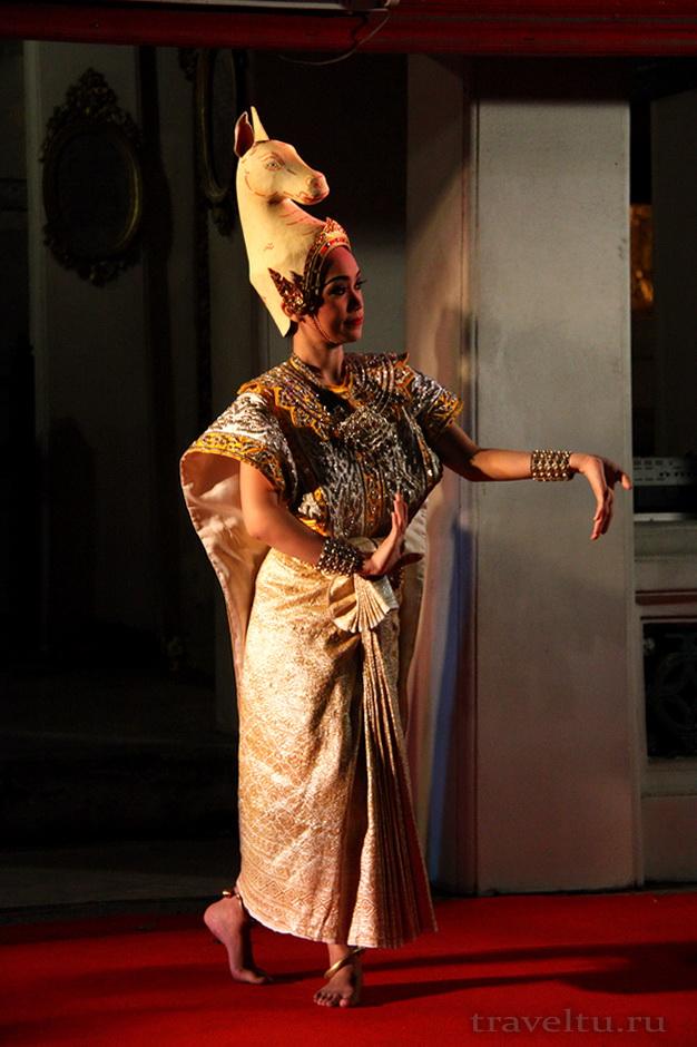 Тайские танцы. Поза лошади