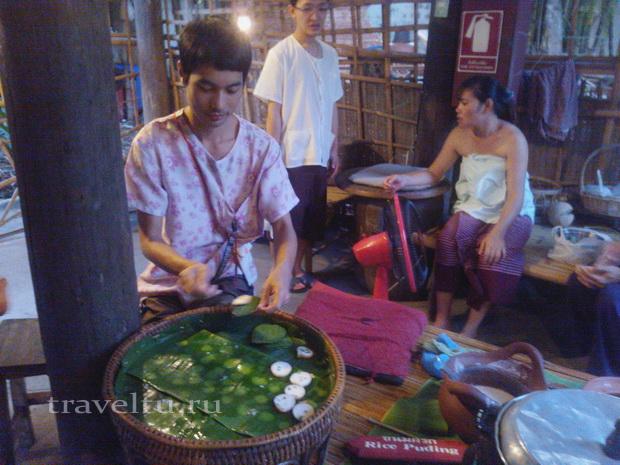 Бангкок шоу Сиам Нирамит. Тайская деревня