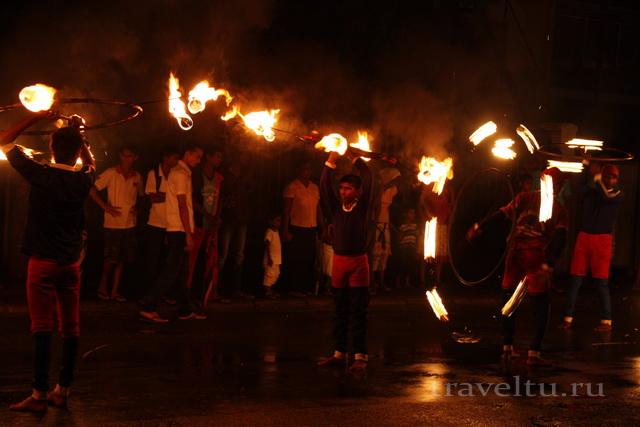 Шри-Ланка. Отзыв туристов (продолжение) факельщики