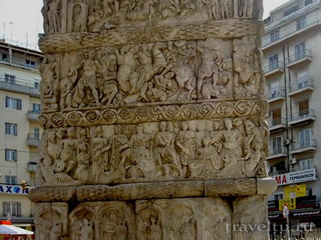 Колонна возле триумфальной арки