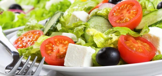 Еда в Греции.Греческие блюда. Греческий салат.Миниатюра