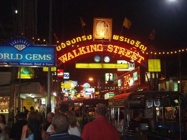 Особенности национального отдыха в Паттайе. Walking street