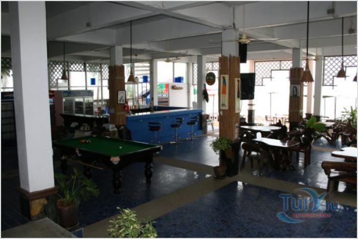 Отель в Ча-аме. Таиланд. Бар Магазин