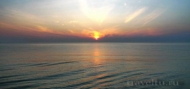 Отель в Ча-аме. Таиланд. Восход из окна