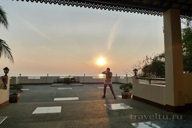 Отель в Ча-аме. Утро на террасе