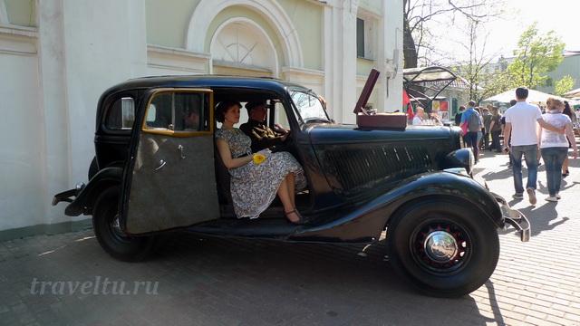 В ретро автомобиле