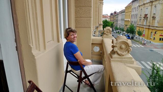 На балконе отеля Antik Apartments