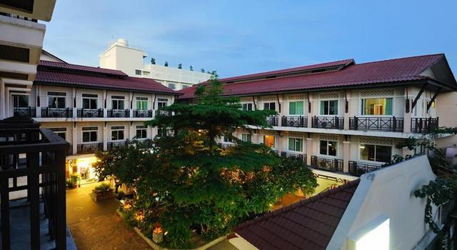 Отель Rambuttri Village Plaza