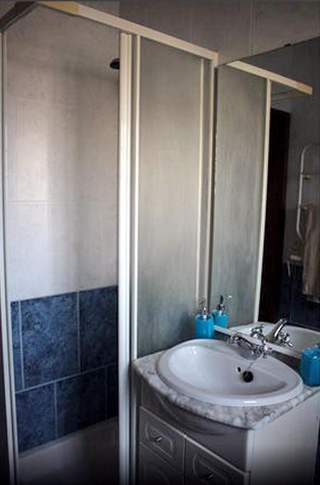 Casas da Biquinha Апартаменты Seteais в Синтра. Ванна и туалет