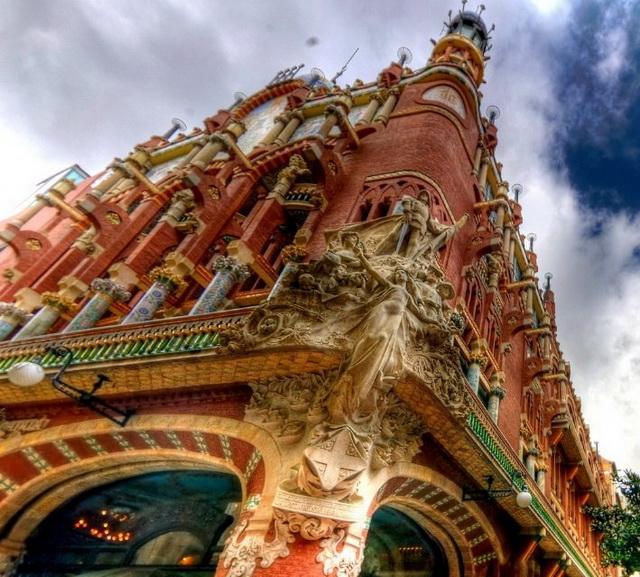 Дворец католонской музыки в Барселоне