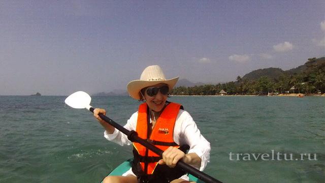 Плывем на каяке на остров Koh Man Nai