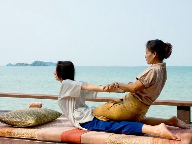 Тайский массаж на пляже White sand beach