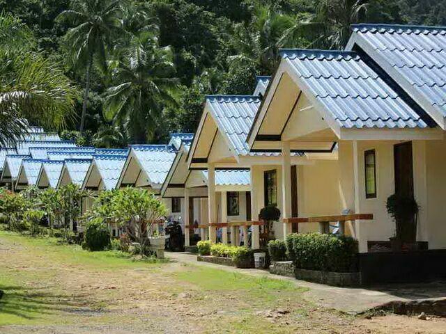 Большой выбор домиков на территории