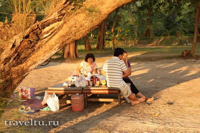 Ко Чанг. Тайцы на пикнике