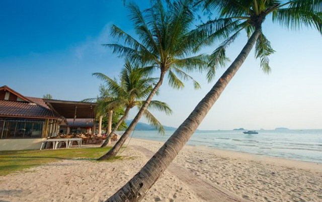 Центральная часть пляжа Klong Prao