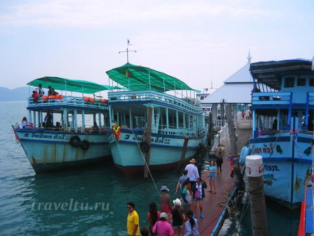 Корабли на пристани в Банг Бао