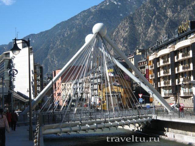 Мост в центре Андорра -ля-Велья