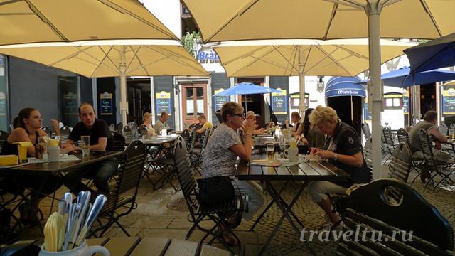 Кафе на площади