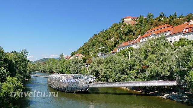 Остров-мост на реке Мур
