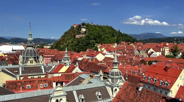 Вид на Шлоссберг со стороны Ландхауса