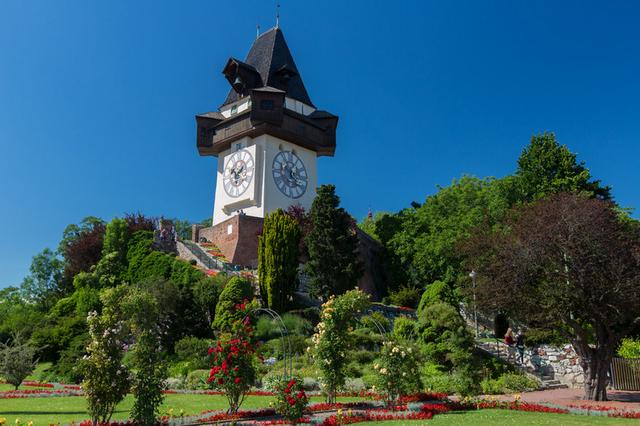 Часовая башня Uhrturm цветы