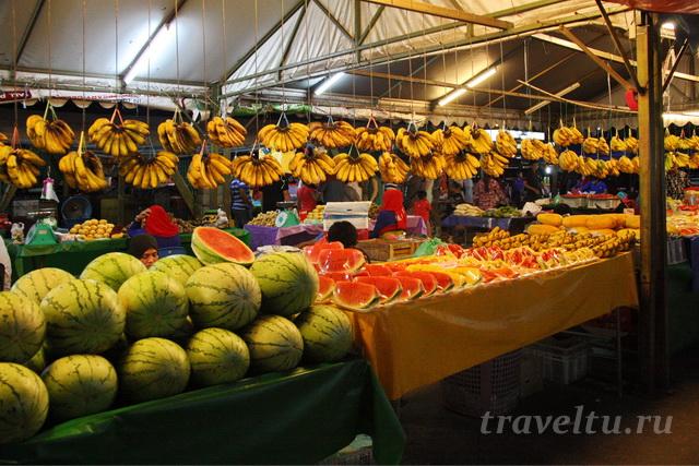 Фрукты на рынке Кота Кинабалу