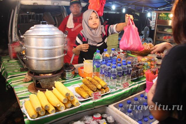 Ночной рынок в Мелакке