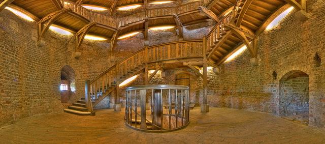 Внутри башни Юлиуса