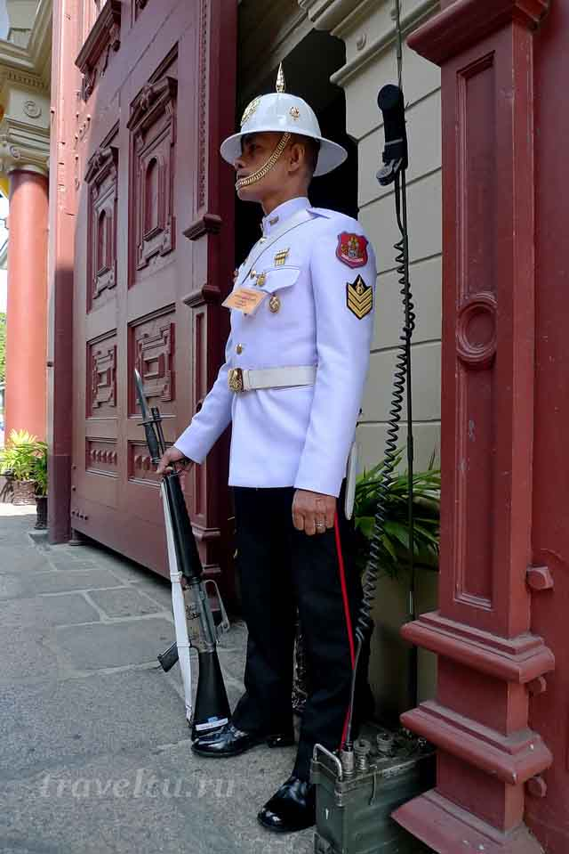Охрана королевского дворца в Бангкоке