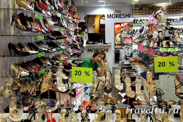Один из магазинчиков в торговом комплексе Куала-Лумпур