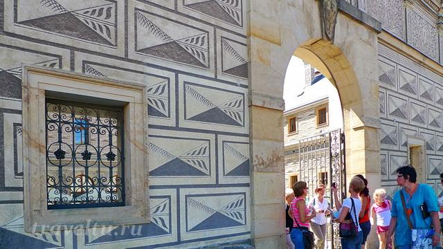 Декор стен, выполненный в технике сграффито