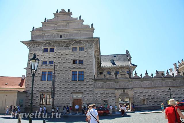 Вот так выглядит Шварценбергский дворец с площади