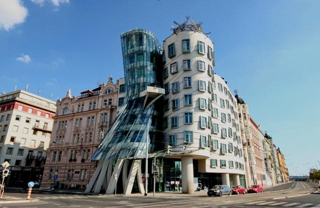 Танцующий дом в Праге. Стиль модерн