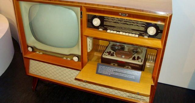 Музыкальный и теле-центр середины 20 века