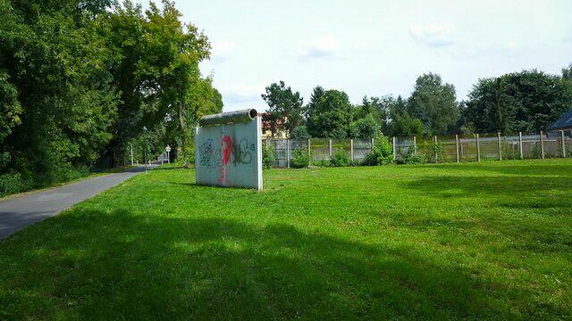 Фрагмент стены недалеко от Потсдама