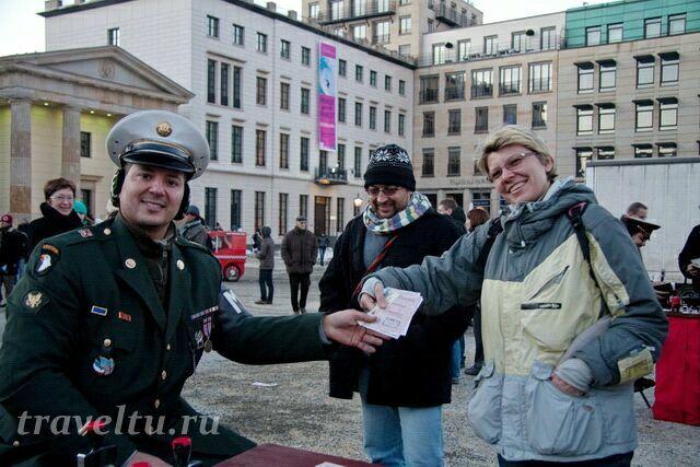 Галя получает паспорт с печатью