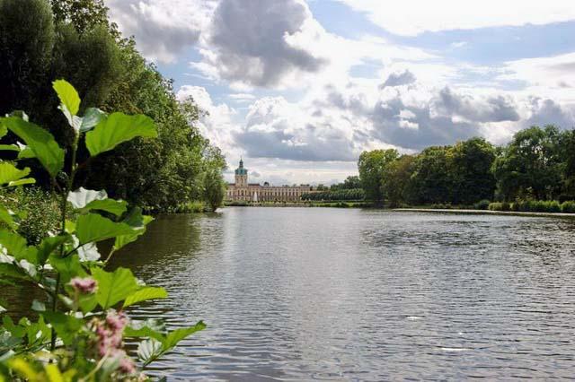 Маленькое озеро в крепости Шарлоттенбург