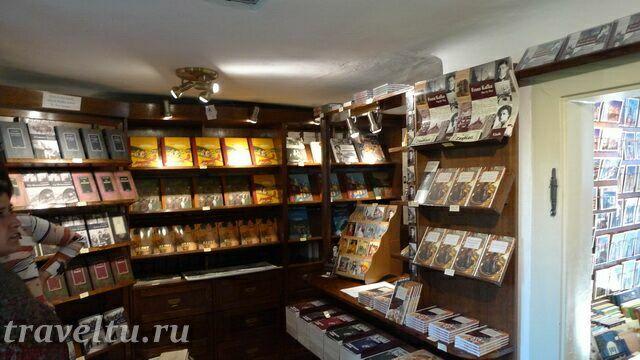 Сувенирный магазин в одном из домиков
